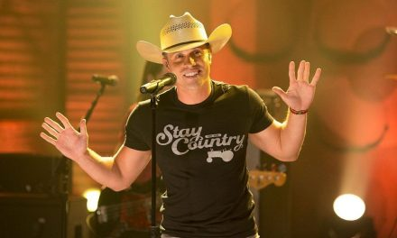 """Dustin Lynch Performs """"Seein' Red"""" on CONAN – Watch the Video!"""