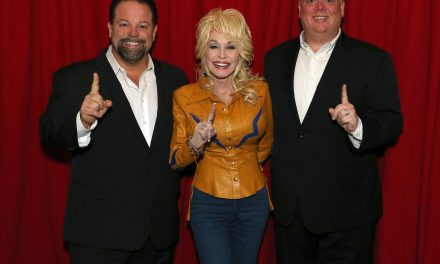 """Dolly Parton's """"Pure & Simple"""" Debuts at No. 1 in the US, Canada, the UK, and Australia"""
