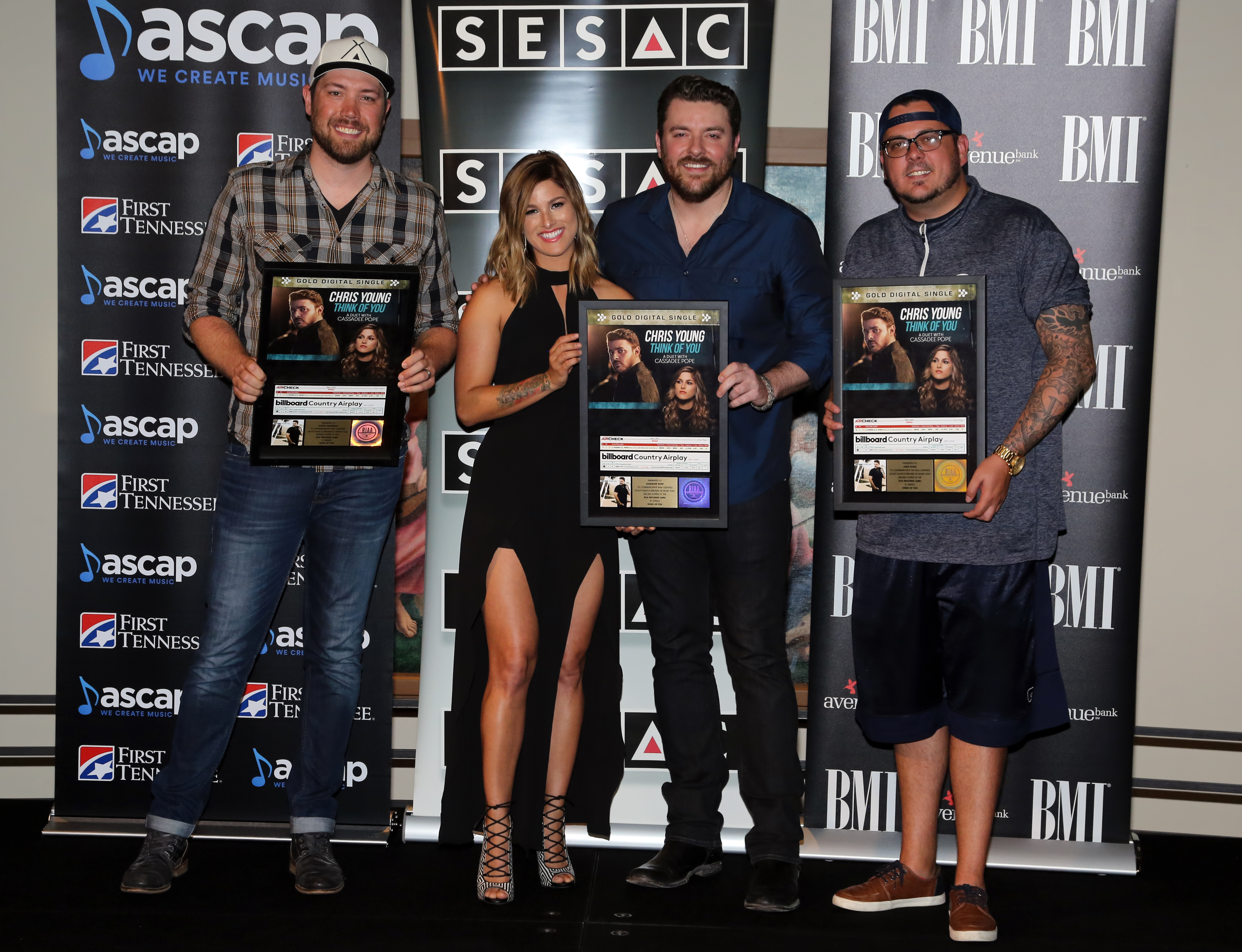 Chris Young Amp Cassadee Pope Celebrate No 1 Hit Quot Think Of