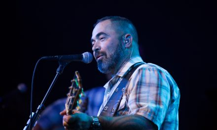 "Aaron Lewis Talks Country Solo Album ""Sinner"" – Watch the Video"