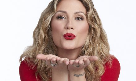 "Interview/Review: Jennifer Nettles Makes Holiday Debut with ""To Celebrate Christmas"""