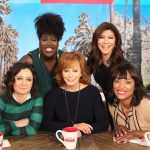 "Reba McEntire Brings Christmas Cheer to ""The Talk"" – WATCH"