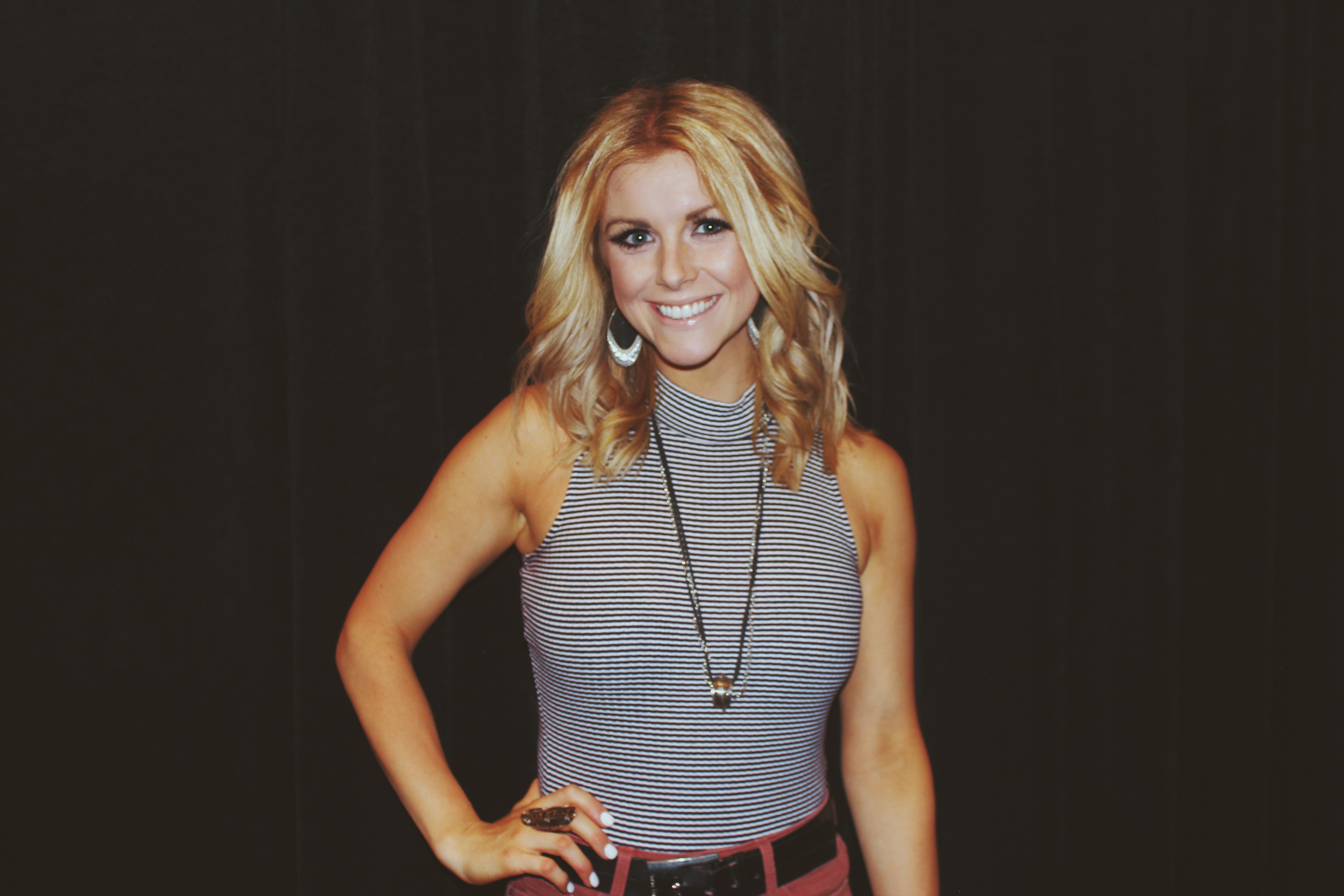 Lindsay Ell Talks By The Way And Its Success Touring With Jennifer Nettles Her Upcoming